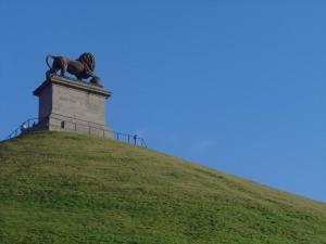 Lion's Mound, Waterloo, seen from below [Photo: Isabelle Grosjean, Creative Commons 3.0]